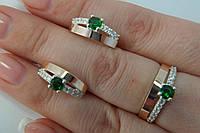 Комплект нарядных серебряных украшений с золотом и зелеными фианитами