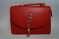 Небольшая женская красная сумочка