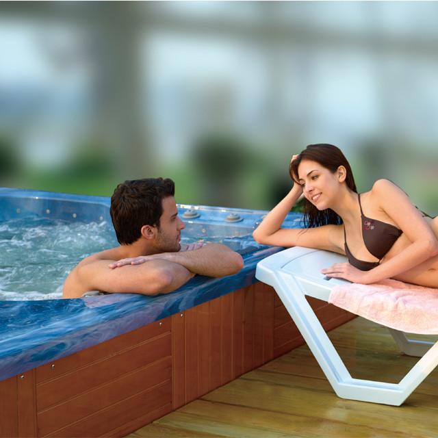 Бесконечный плавательный бассейн спа
