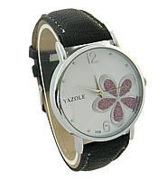 """Часы женские кварцевые наручные """"Yazole"""" с чёрным ремешком и сиреневым пятилистником"""