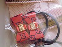 Резинка жгут с маленьким однотонным бантиком с логотипом и пряжкой