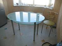 Овальный обеденный стол из стекла