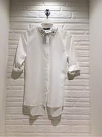 Молодёжная белая блузка с камнями на воротнике