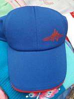 Синяя бейсболка с эмблемой