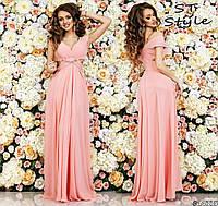 Нежное женское платье в пол без рукавов с глубоким декольте персиковое