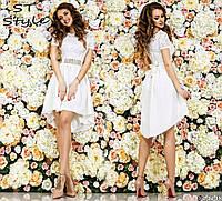 Коктейльное женское платье с гипюровым верхом декор стразы белое