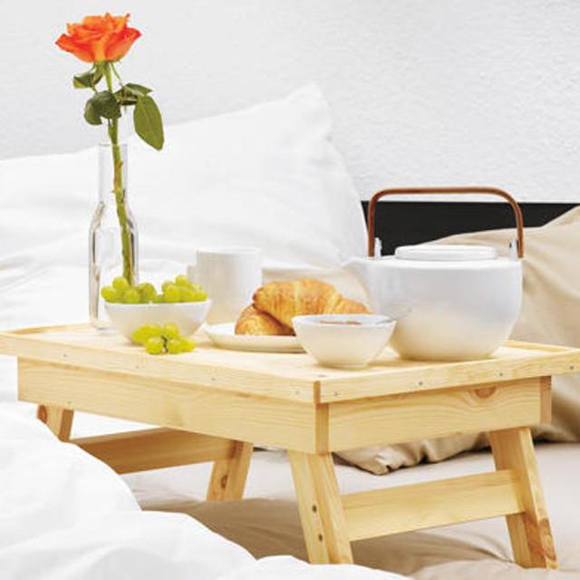Подносы на подушке и столики для завтрака