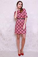 Яркое женское платье модного кроя с поясом в комплекте
