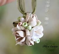 """""""Олива"""" кулон/подвеска ручной работы с цветами из полимерной глины."""