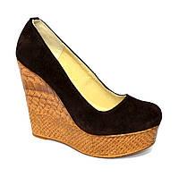 Коричневые замшевые туфли на высокой платформе