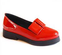 Красные лаковые туфли с декоративным бантом