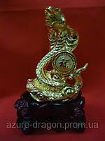 Змея с монетой золотая