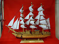 Корабль-парусник большой из светло-коричневого дерева. Статуэтка.