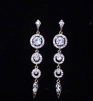 Красивые серебристые серьги с кристаллами
