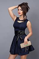 Модное темно-синее платье с пышной юбкой без рукавов