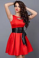 Молодежное летнее платье красное с кожаным поясом