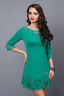 Коктейльное платье в бирюзовом цвете декорировано перфорацией