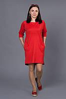 Приталенное женское платье красного цвета