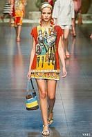 Последний размер. Скидка 70%. Платье DolceGabbana с молниями по бокам и оригинальным принтом OB90018