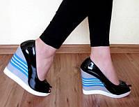 Женские лаковые черние туфли с открытым носком