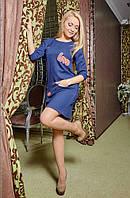 Модное платье с ярким принтом и карманами в клетку