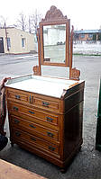 Старинный комод с зеркалом