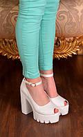 Туфли белые на тракторной подошве с пряжкой на высоком каблуке (босоножки)