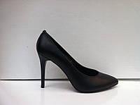 Женские классические туфли-лодочки на шпильке красная и черная замша и бежевая и черная кожа.