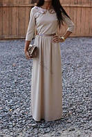 Длинное платье из трикотажа с золотым воротничком