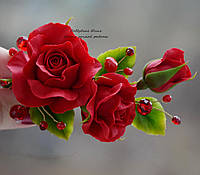 Красные розы с хрусталем (заколка-зажим)