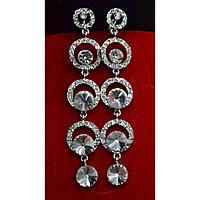 Серьги длинные, белые стразы в кольцах, металл под серебро, английская застежка 001410