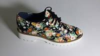 Туфли женские на шнуровке на небольшой белой тракторной подошве кожа в цветы размер 37