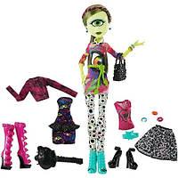 Monster High Кукла и одежда для кукол Mattel Monster High Айрис Клопс с набором одежды (CKD73)