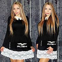 Модное платье с воротником и кружевом