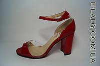 Босоножки лаковые красные с силиконовыми вставками на устойчивом каблуке и закрытой пяткой