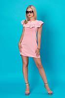 Летнее розовое короткое платье с аккуратной рюшей