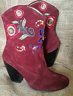 Модные Сапоги Казаки Замшевые цвет Марсала с Вышивкой