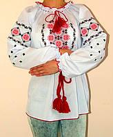 Женская вышиванка с орнаментом