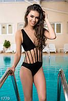 Восхитительный женский купальник-монокини с тонкими шлейками и поролоновыми чашками бифлекс