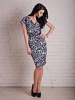 Милое женское платье приталенного кроя длины миди