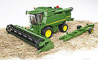 Игрушка Bruder Комбайн зерноуборочный John Deere T670 i  1:16 (02132)