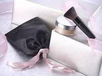 Набор из минеральной рассыпной пудры с кистью- подарки для женщин.
