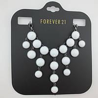 Стильное колье Forever 21 с белыми камешками и цепью