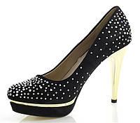 Женские туфли черного цвета на шпильке