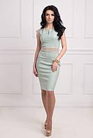 Очень привлекательное вечернее платье впереди пояс украшен аппликацией с золотистыми камушками