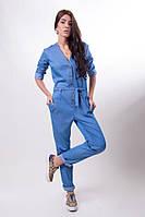 Женский джинсовый комбинезон с карманами на пуговицах
