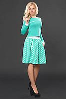 Яркий женский костюм мятного цвета с пышной юбкой в горошек и приталенной кофточкой