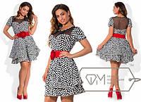 Платье в горох с красным поясом