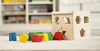 Детская развивающая игрушка Сортировочный куб MD575