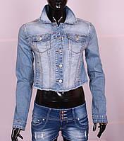 Женский укороченный джинсовый пиджак